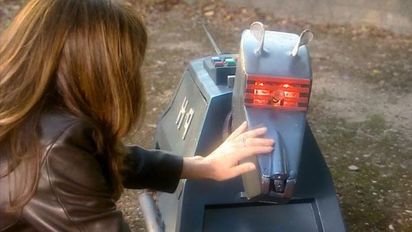 doctor-who-season-2-3-school-reunion-sarah-jane-smith-k-9-elisabeth-sladen.jpg