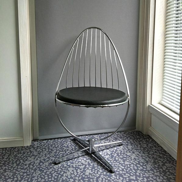 DW_TARDIS_bedroom_chair.jpg