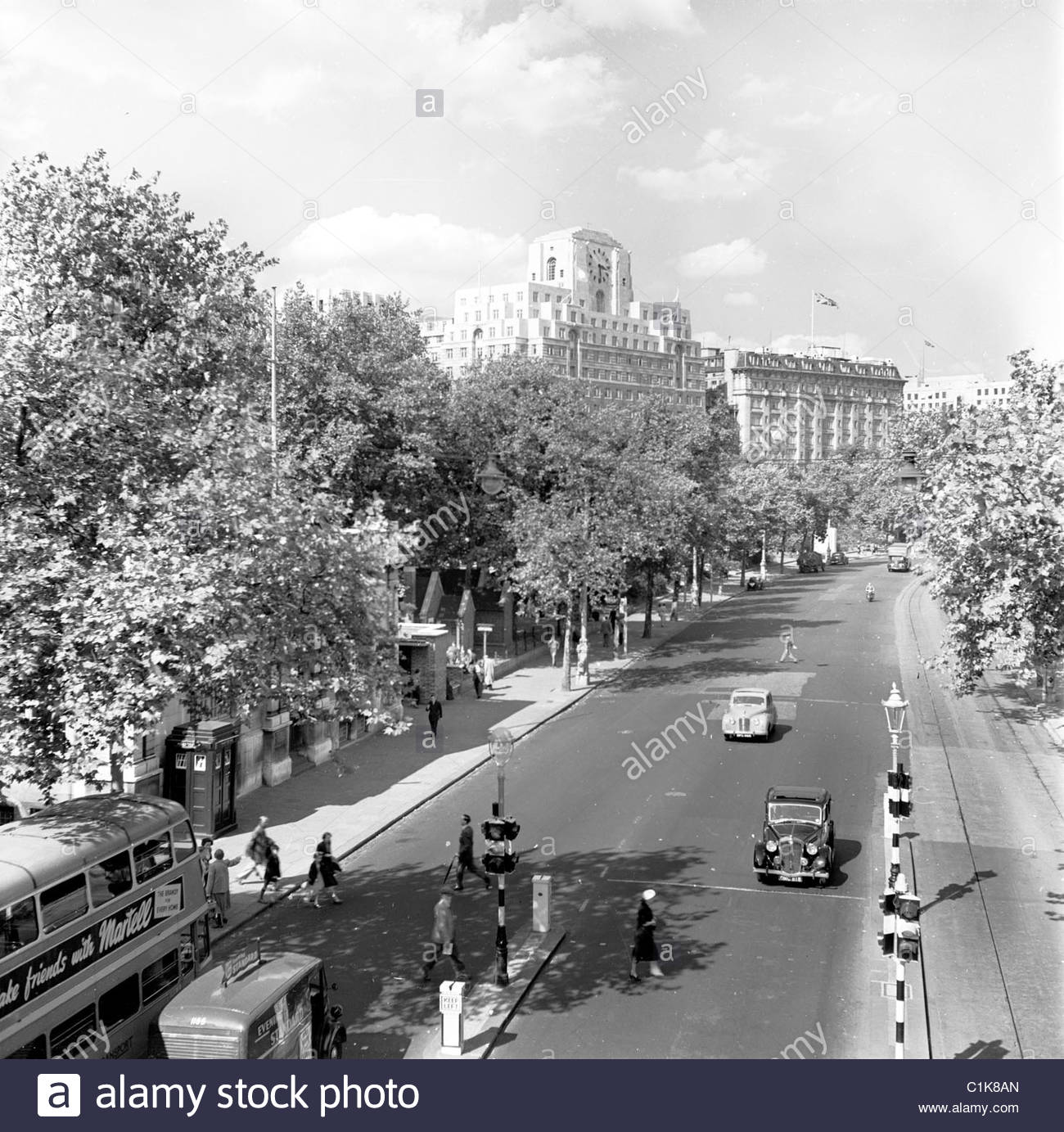1950s-london-historical-picture-by-j-allan-cash-victoria-embankment-C1K8AN.jpg