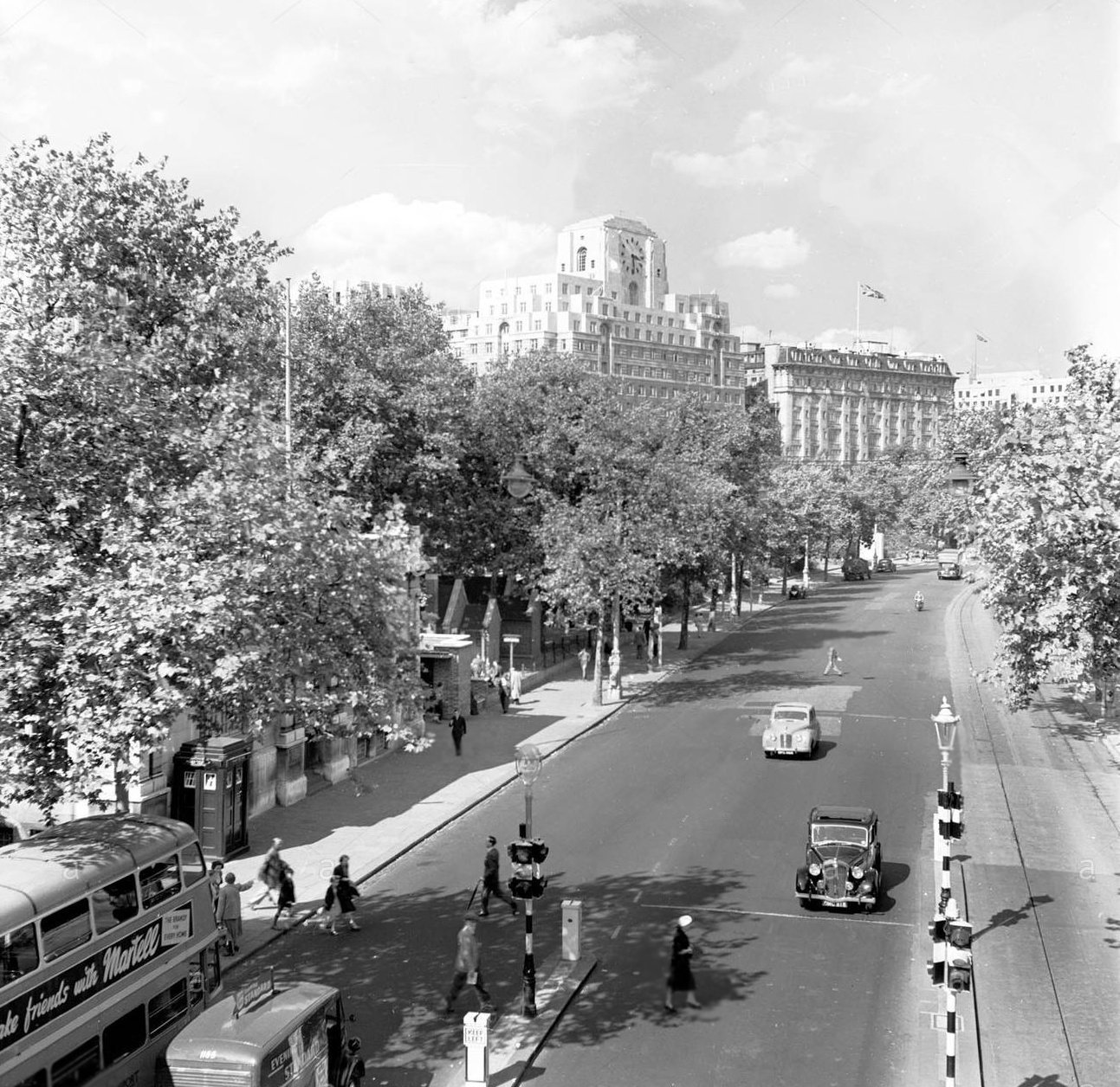 A52 Victoria Embankment (Late 1950's).jpg