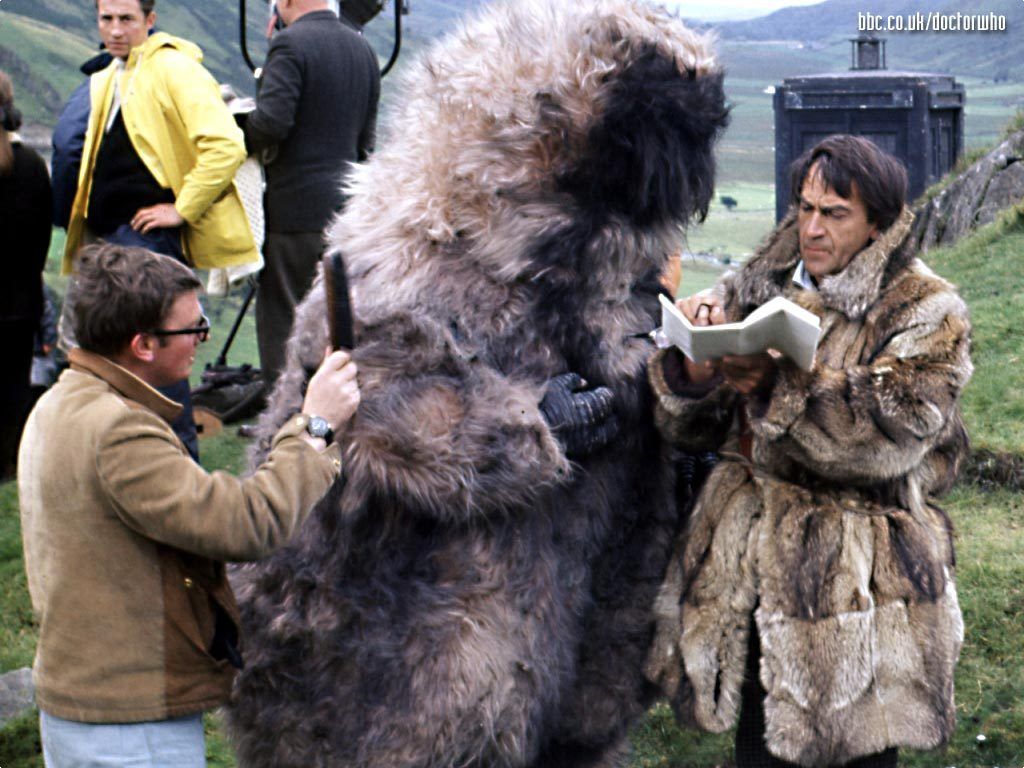 doctor_who_patrick_troughton_on_location_and_between_takes_with_a_yeti.jpg