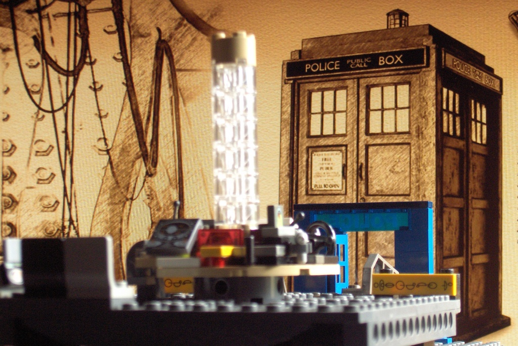 2011-07 LEGO TARDIS console room (1) GOOD.JPG