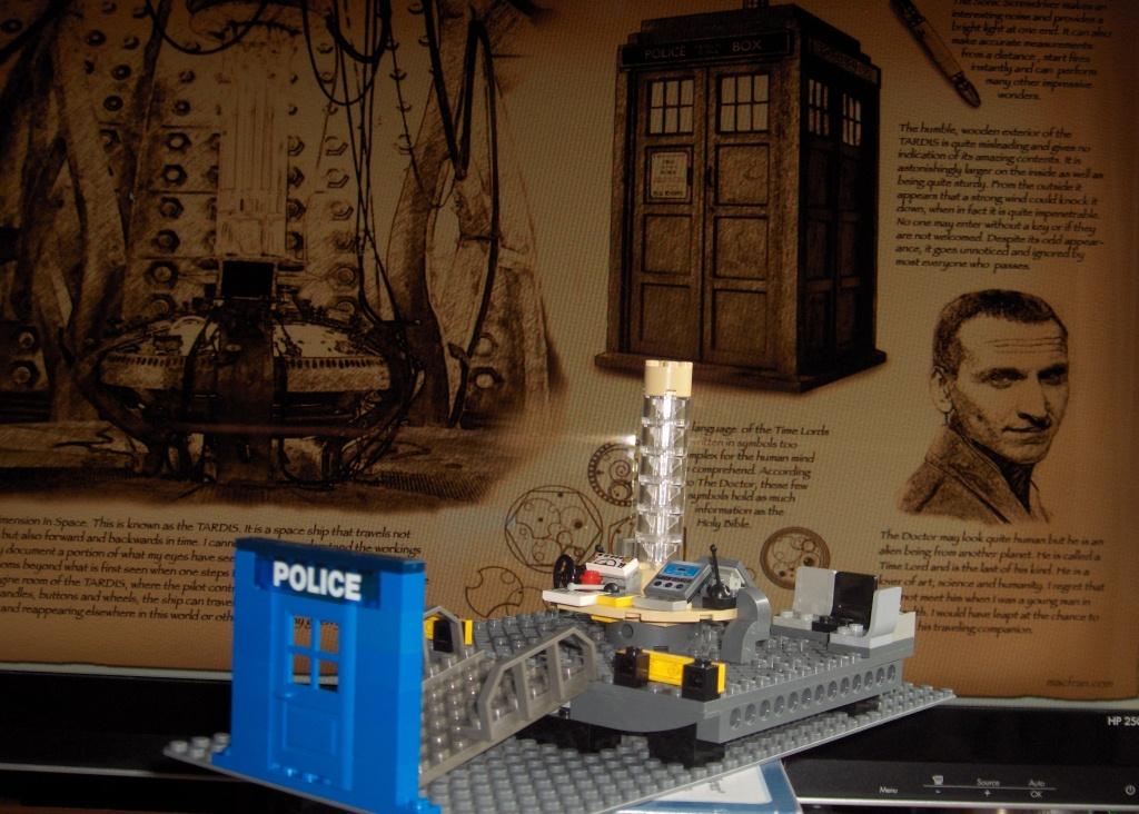 2011-07 LEGO TARDIS console room (3) GOOD.JPG