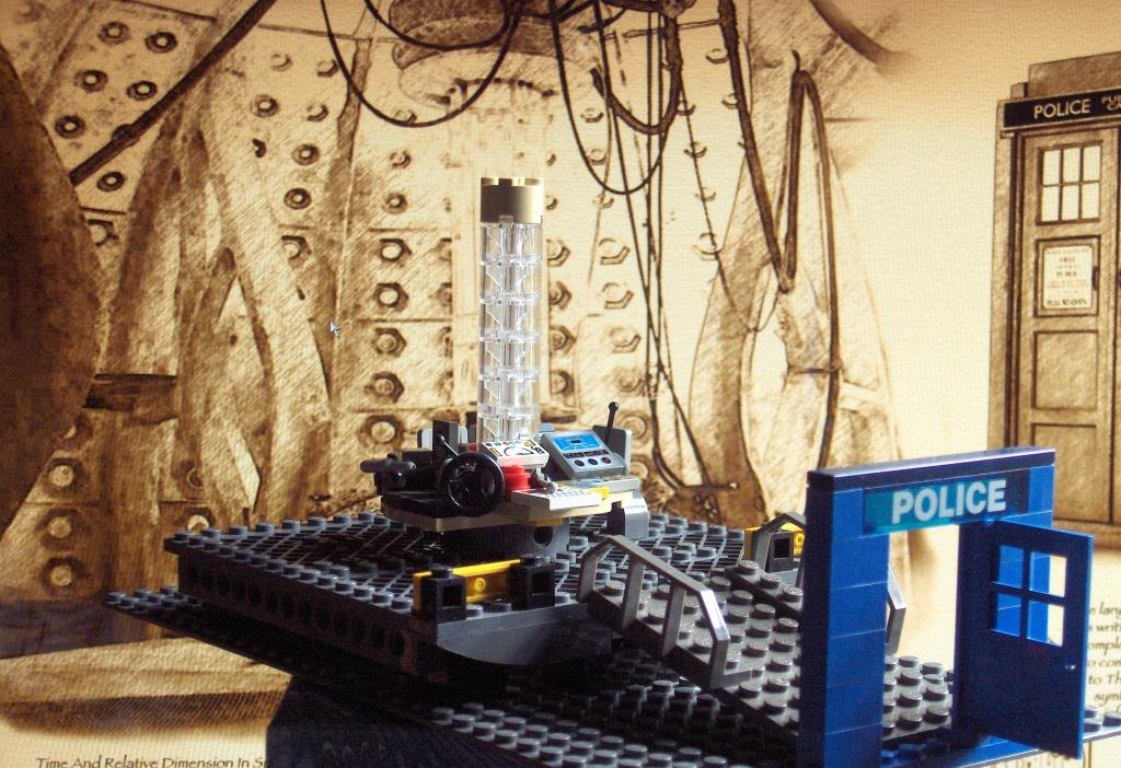 2011-07 LEGO TARDIS console room (5) BEST.JPG