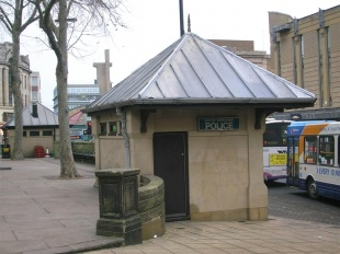 businessdesk__1296034339_police_box_Fitzalan_Square.jpg