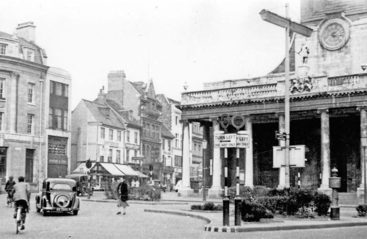 Northampton-1956-corner-of-Drapery-and-George-Row-outside-All-Saints-Church.jpg