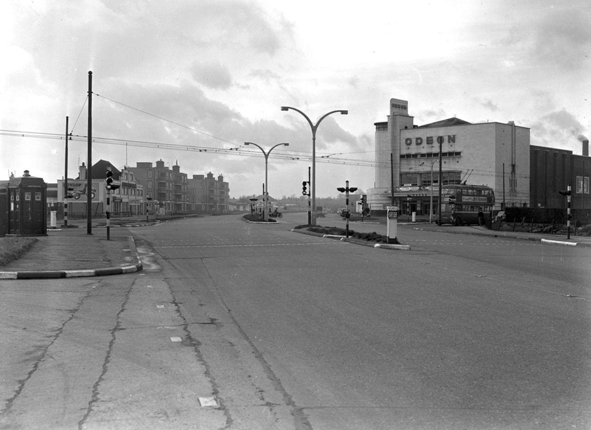 V32 Shannon Corner, New Malden (Feb1957).jpg