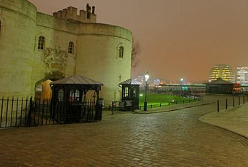 Tower of London Gate Guard Post - 1.JPG