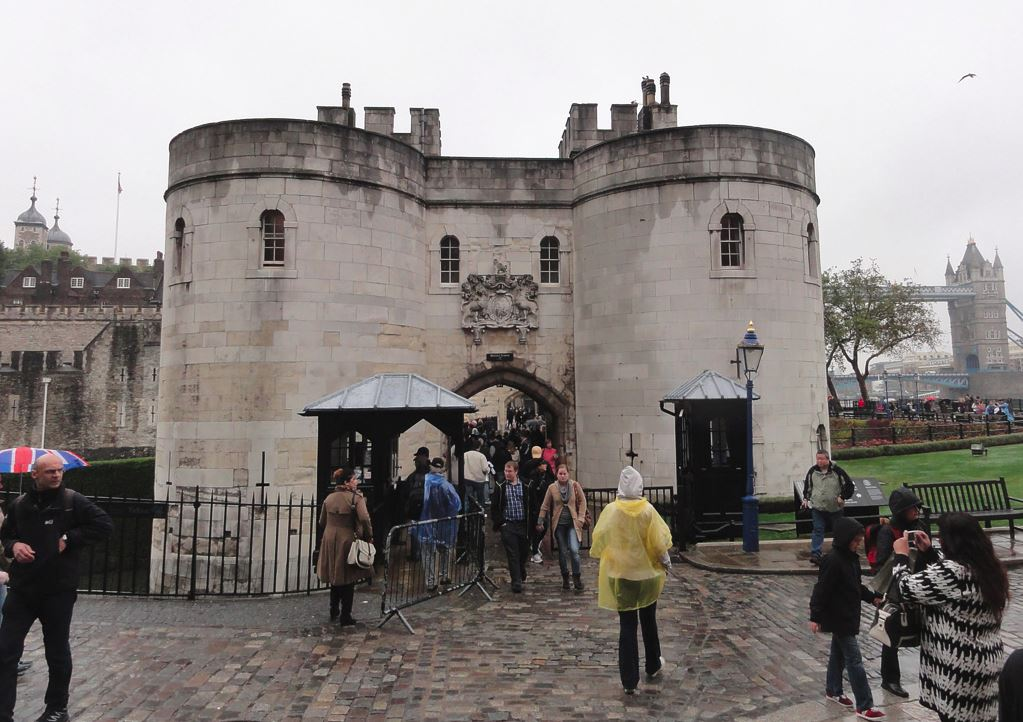 Tower of London Gate Guard Post - 2.JPG