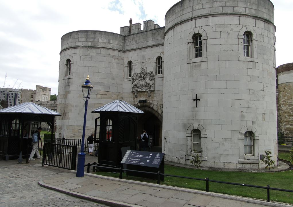 Tower of London Gate Guard Post - 3.JPG