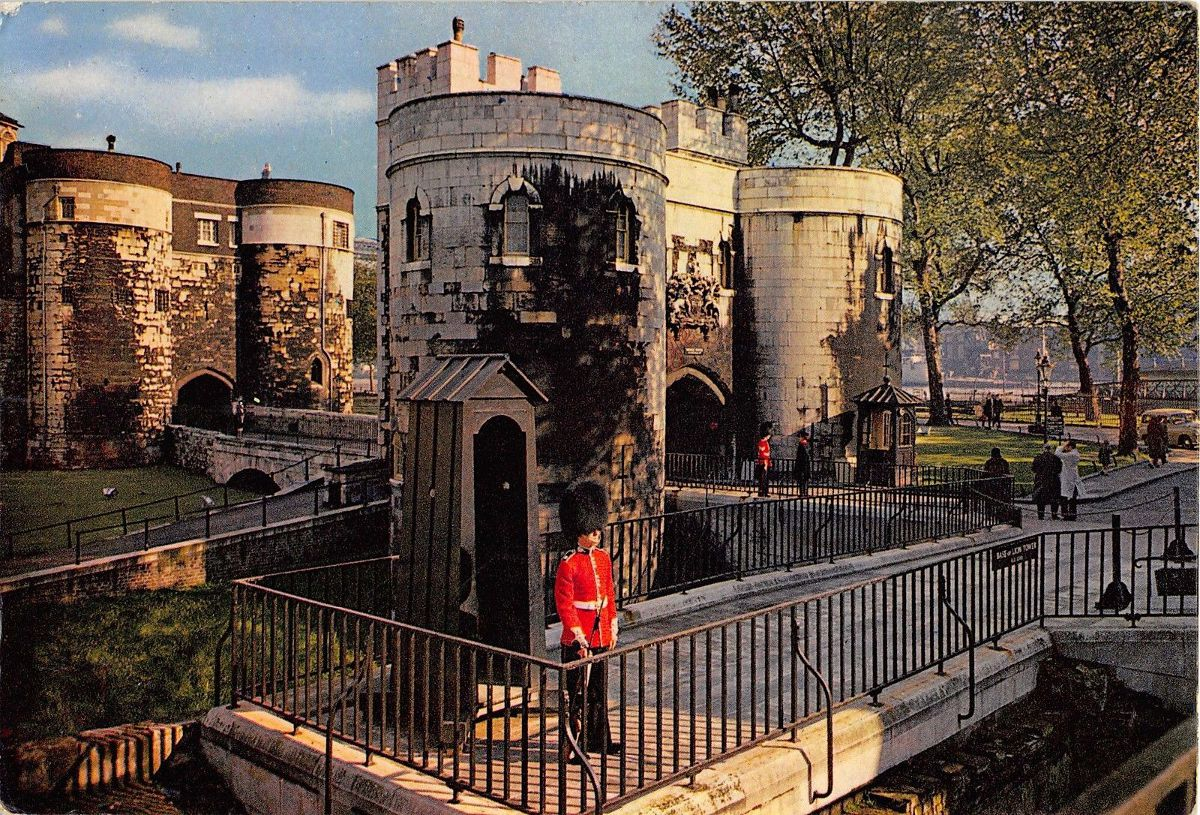 MiddleTower-MainEntrance-TowerOfLondon-posted1963-Front(Reduced).jpg
