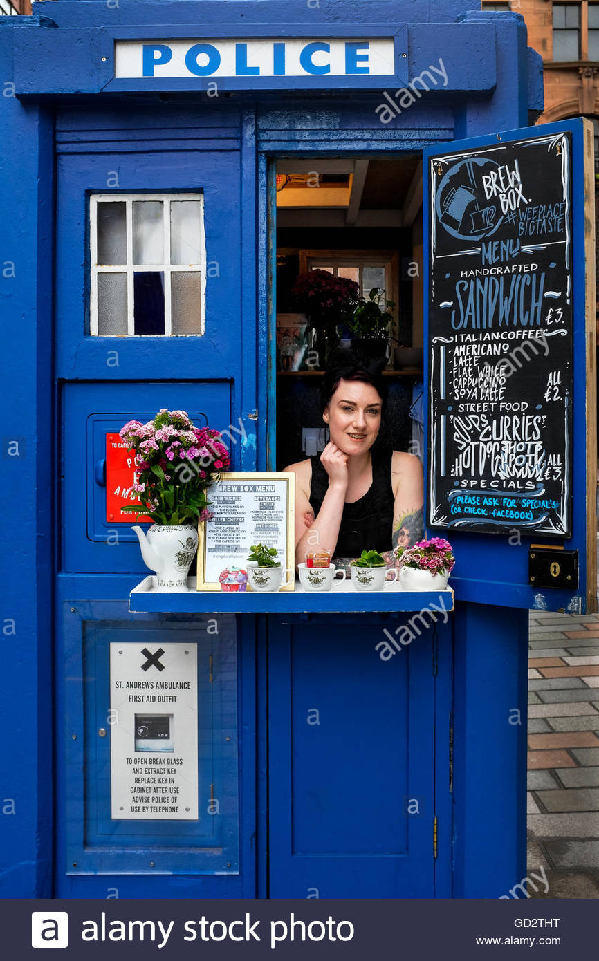 1936-traditional-police-box-transformed-into-a-coffee-shop-merchant-GD2THT.jpg