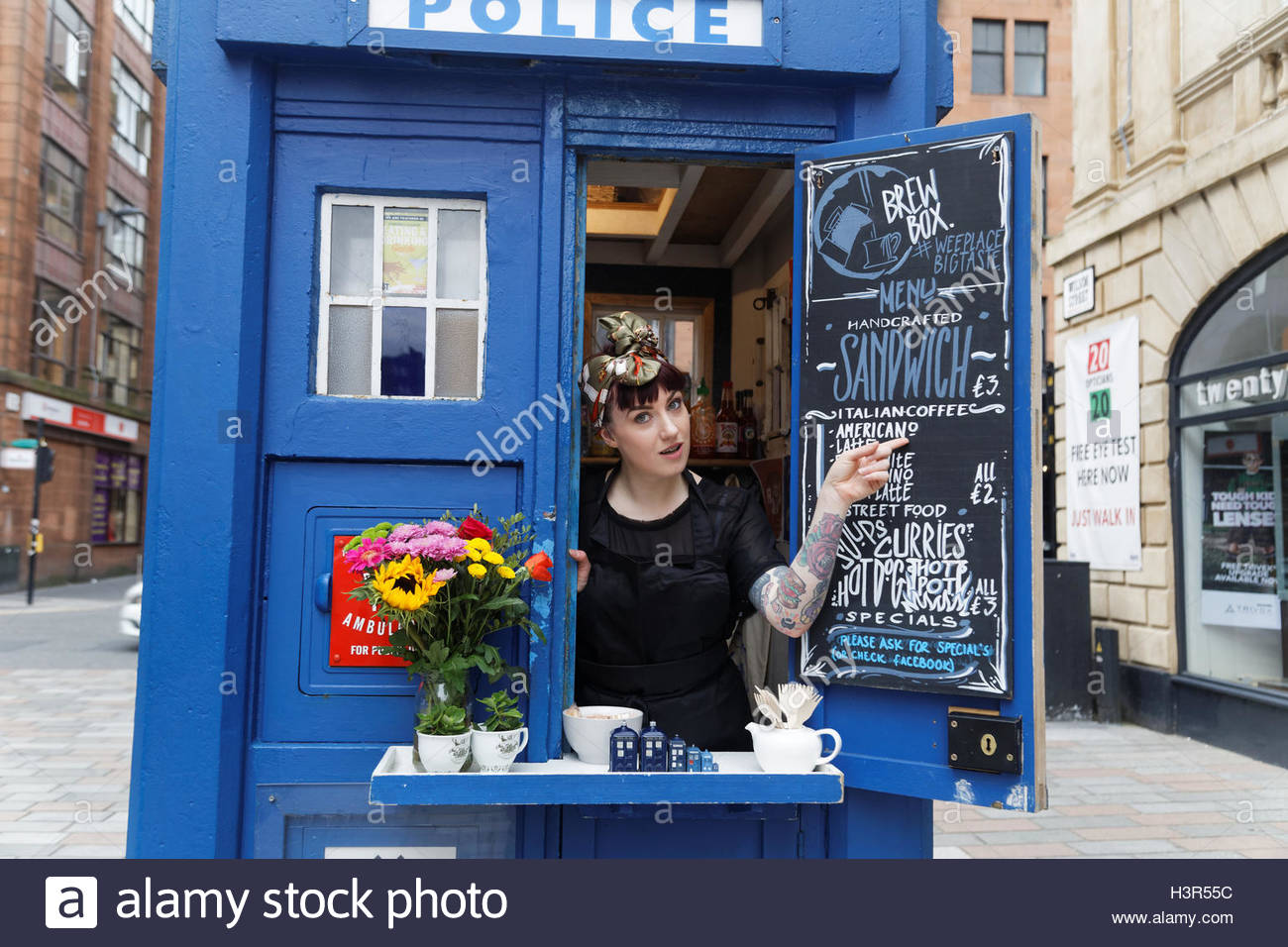coffee-sandwich-bar-in-a-glasgow-police-box-which-is-made-famous-as-H3R55C.jpg