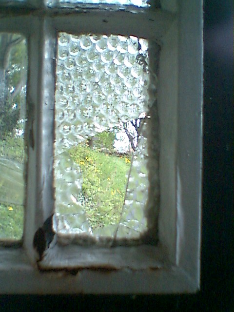 Crich-DamagedEarlyPebbledGlass-Inside.jpg