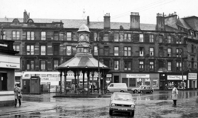 Bridgeton_Cross-(C4)-at_London_Road_and_Dalmarnock_Road--25 September 1974.jpg