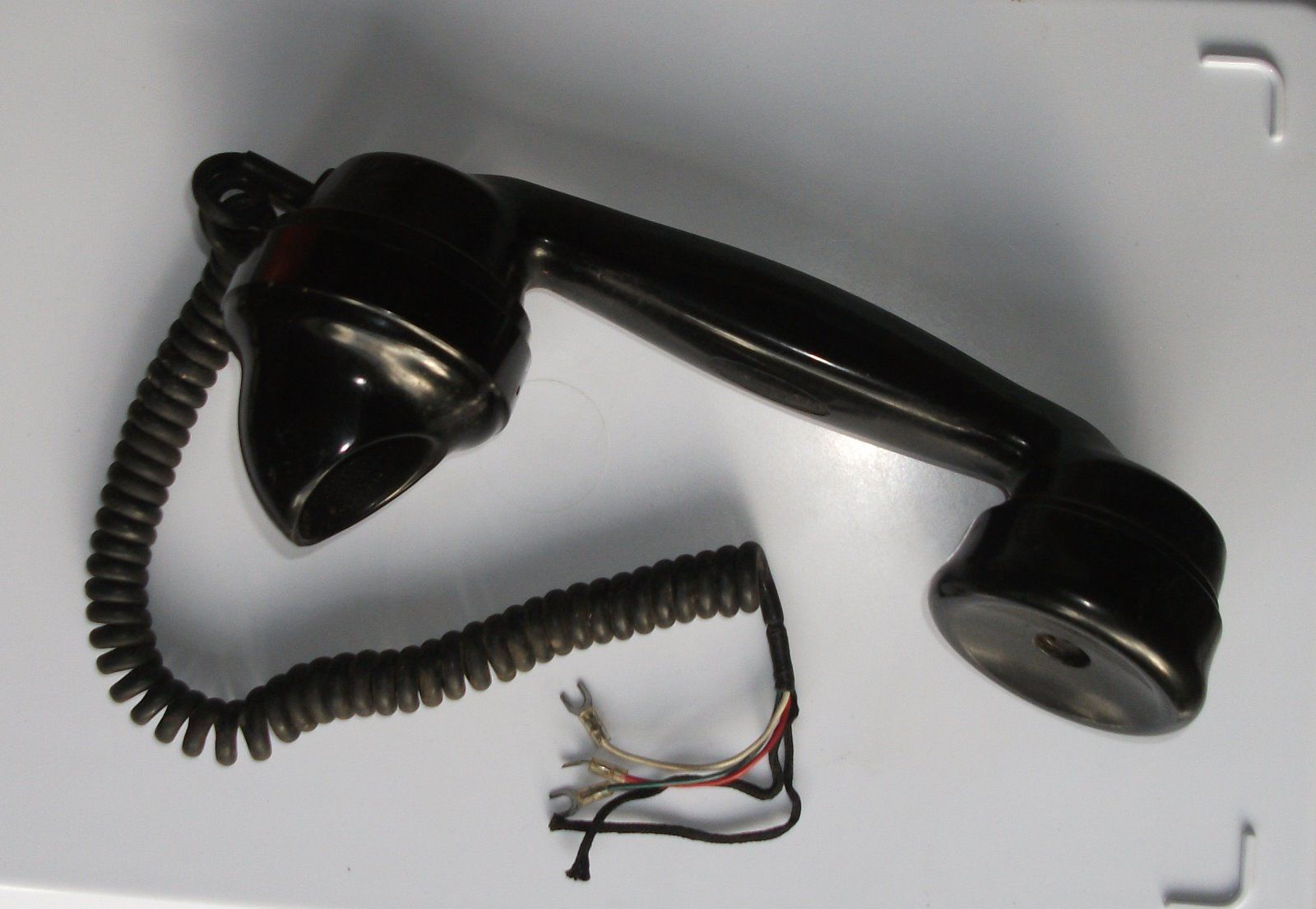 GPO 164 Handset with coiled cord.jpg