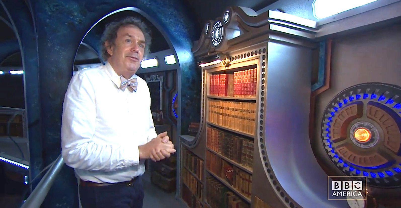 TARDIScatwalkBookcase-04.jpg