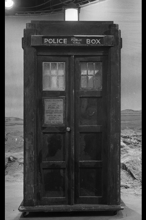 tardis with dimensions REDUCED FOR TB.png