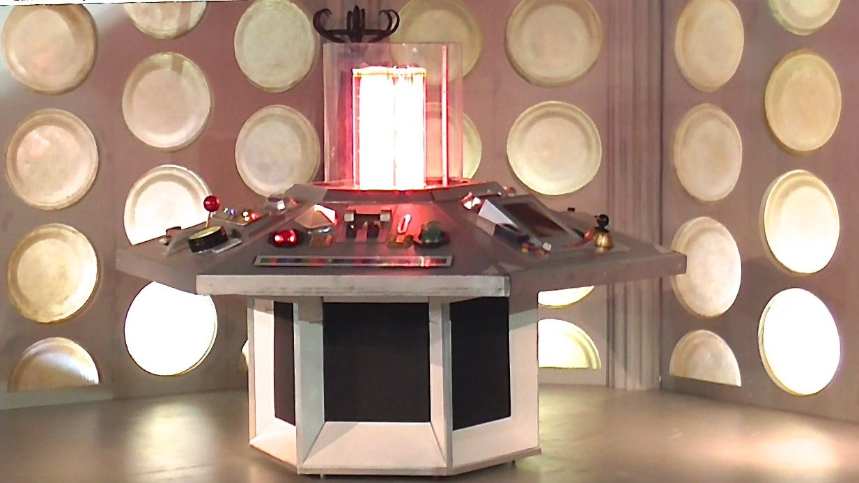 fourth & fifth Doctor's tardis console by MBH.jpg