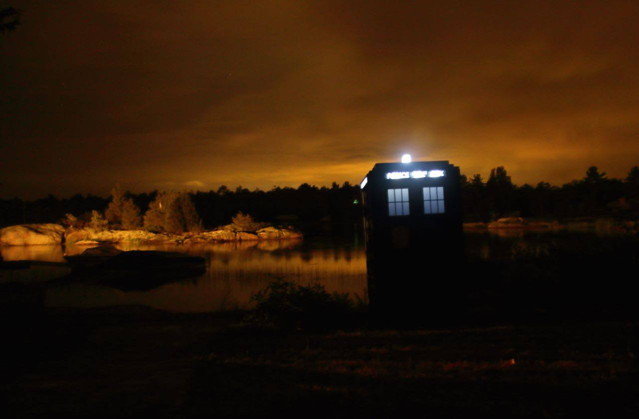 Tardis at night.jpg