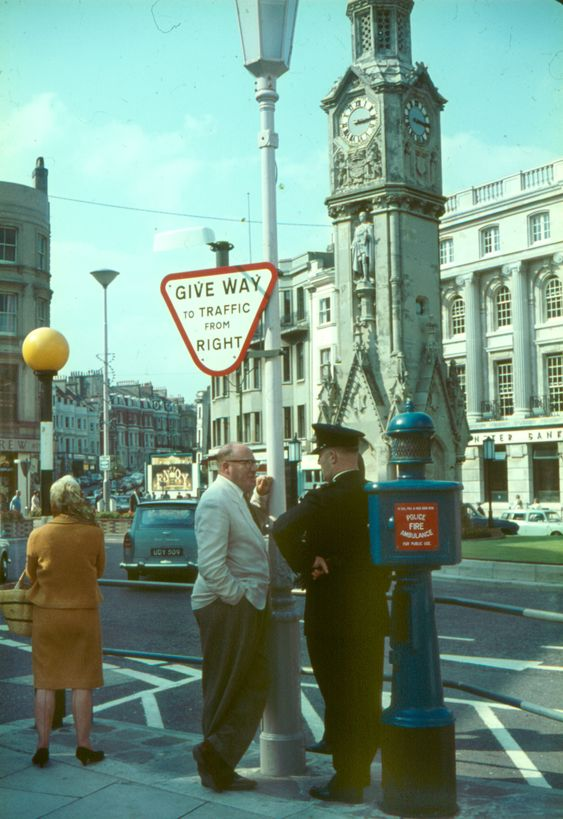 Who-remembers-the-old-Police-box-with-the-blue-flashing-light-on-the-top.-c1960..jpg