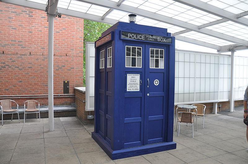 800px-Tardis_BBC_Television_Center.jpg