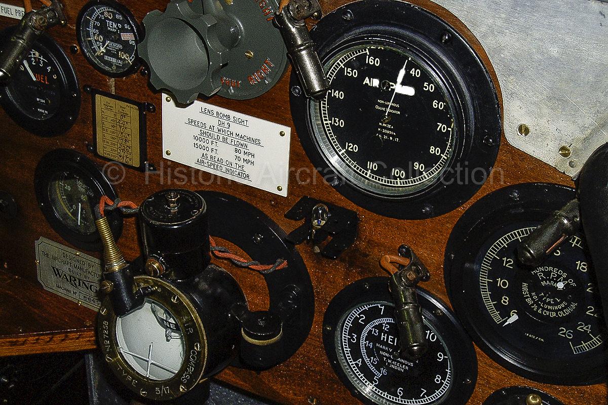 dh9_cockpit.jpg